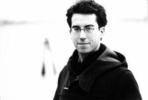 Black and white photo of Jonathan Safran Foer